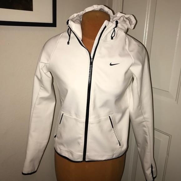 0fe6c3786ca9 GUC Women s Nike Storm-fit Running jacket. M 5c67ae1045c8b3d420aacbf0